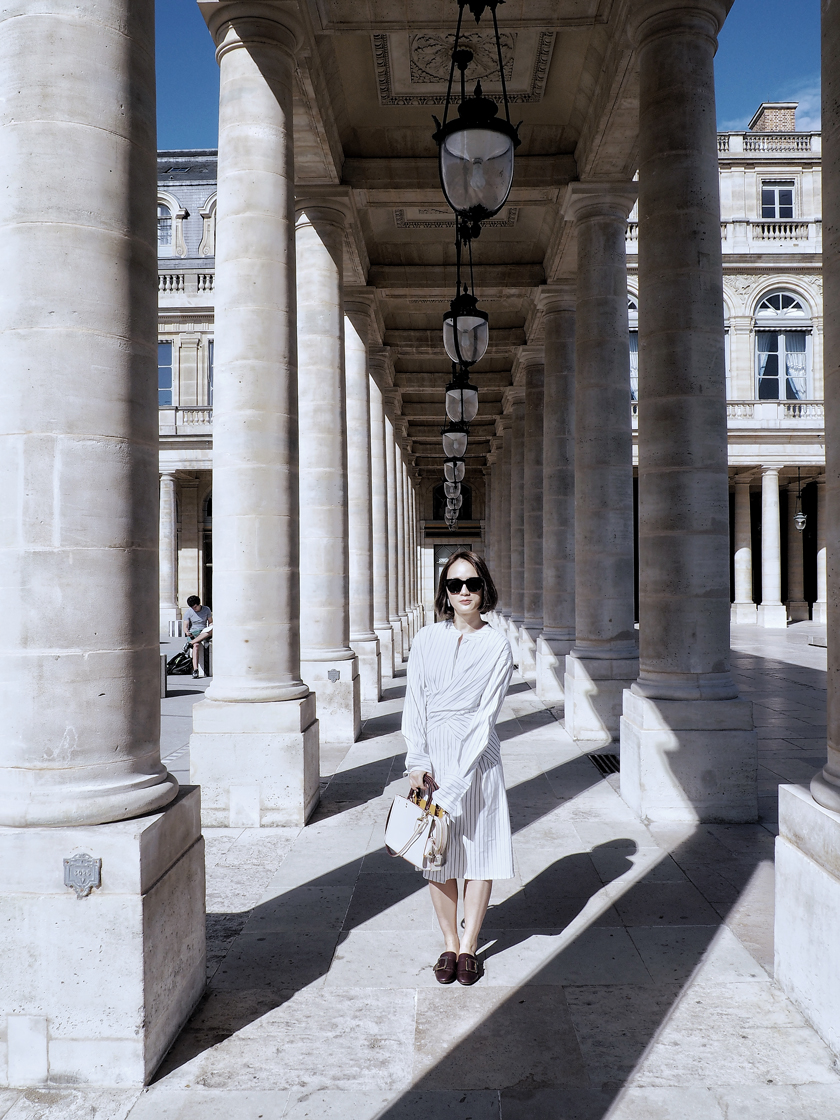 Coach Spring 2017 campaign. go Rogue bag in white. photoshooting in Palais Royal in Paris